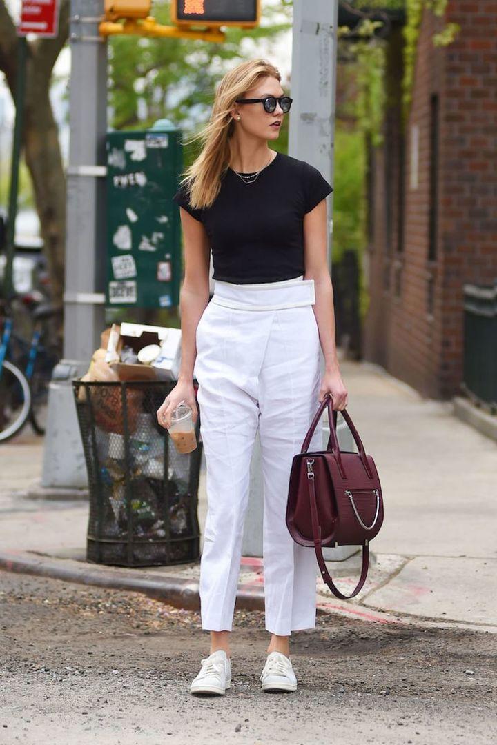 Кеды с белыми брюками