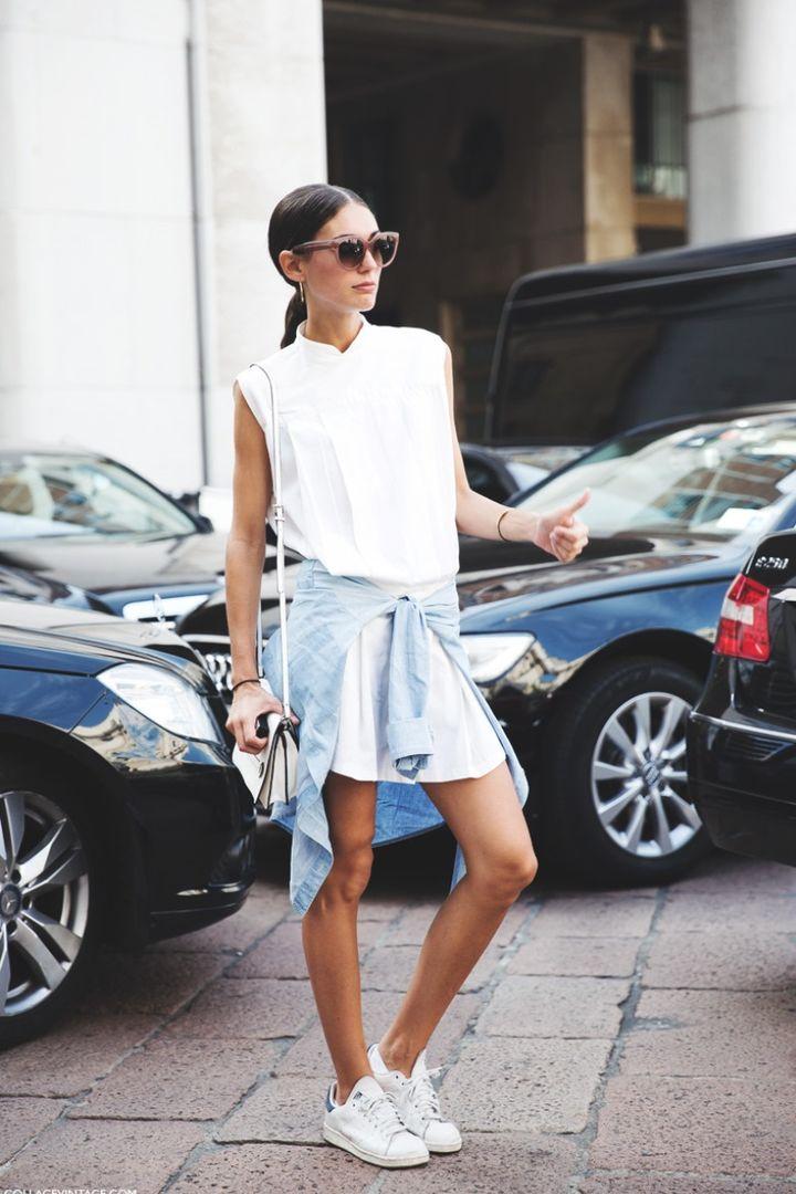 Кроссовки с платьем-рубашкой